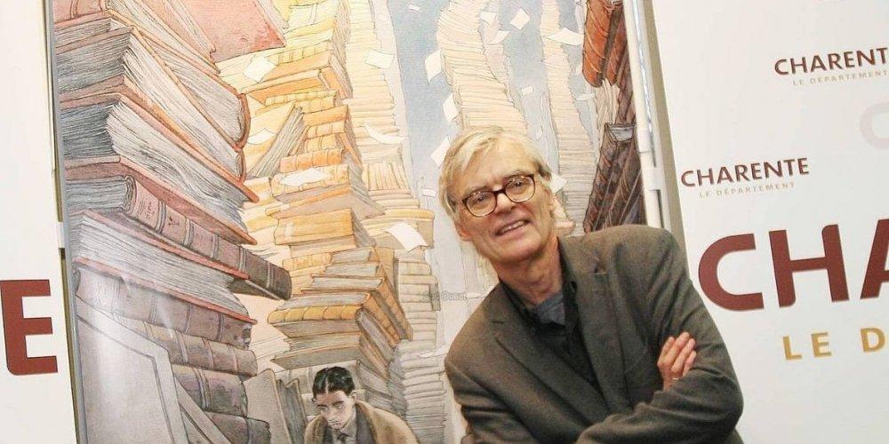 Le dessinateur belge François Schuiten (Grand Prix du Festival d'Angoulême 2002), devant le dessin « L'Archiviste ». © MICHEL AMAT